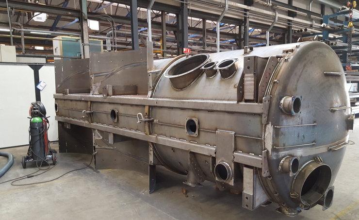 Complicated steel tank