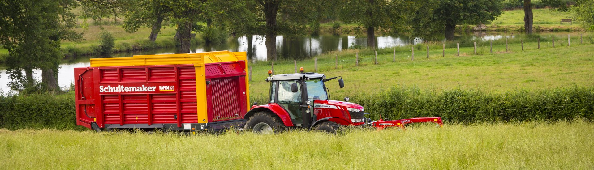 Schuitemaker loaderwagon and silage wagon
