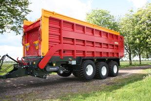 Schuitemaker Rapide 8400 tridem opraapwagen